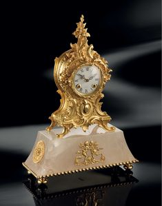 These clocks embody all the opulence and style of Baldi design. Elegant and decorative, they add a touch of personality to every luxury villas. Baldi Roman clock in rock crystal and gold plated bronze Wall Clock Brands, Wall Clock Online, Wall Clock Luxury, Roman Clock, Antique Wall Clocks, Classic Clocks, Design Apartment, Classic Artwork, Wall Clock Design