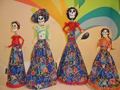 Ramillete de hermosas Catrinas elaboradas en el Club de Arte MB, en Campeche, México
