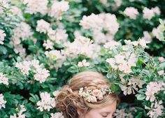 Flowers in hair photography fantasy 33 super ideas Hair Photography, Wedding Photography, Photography Flowers, Photography Magazine, Photography Ideas, Corona Floral, Destination Wedding Invitations, Wedding Themes, Flowers In Hair