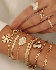Jewelry Box, Jewelery, Jewelry Accessories, Jewelry Design, Gold Jewelry Simple, Simple Necklace, Diamond Hair, Stackable Bracelets, Piercings