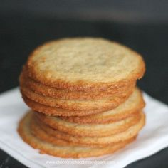 Crisp Almond Cookies-a thin crisp cookie full of almond flavor I do some of my best baking late at night. Everyone is in bed, there's nothing on TV to watch. I've thrown a load of laundry in the washer. So now I need to stay close so those clothes can be Keto Cookies, Cookies Receta, Crispy Cookies, Cookie Desserts, Yummy Cookies, Cake Cookies, Just Desserts, Cookies Et Biscuits, Cookie Recipes