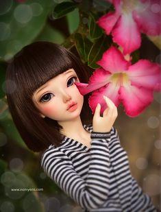 𝑾𝒉𝒐 𝒊𝒔 𝒎𝒐𝒓𝒆 𝒃𝒆𝒂𝒖𝒕𝒊𝒇𝒖𝒍 ? ❤️ 𝐹𝑙𝑜𝑤𝑒𝑟 𝑜𝑟 𝑀𝑒 ? 😁 www.nomyens.com #bjd #abjd #balljointdoll #dollofstargram #instadoll #dollstargram #toy #paint #painting #painted #repaint #handmade #nomyens #nomyensfaceup #dollfairyland #fairylanddoll #fairylanddoll Star G, Fairy Land, Ball Jointed Dolls, Bjd, Beautiful Flowers, Cosmetics, Handmade, Painting, Hand Made