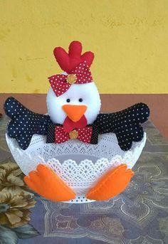 Porta ovos feito de latinhas de margarina ou sorvete que idéia show de artesanato Felt Crafts, Easter Crafts, Fabric Crafts, Sewing Crafts, Diy And Crafts, Sewing Projects, Crafts For Kids, Arts And Crafts, Chicken Pattern