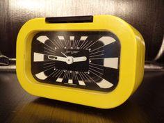 JERGER-clock-alarm-reveil-jaune-yellow-vintage-1970-70s-Made-in-Germany-rare