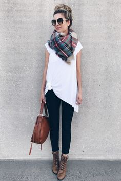 fall outwerwear trends 2017 - white tunic with blanket scarf and cognac shoulder bag on pinterestingplans