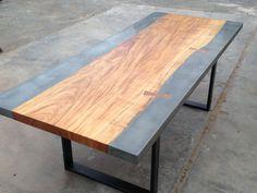 Moderne table à manger bois et béton industriel