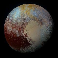 Plutón en color extendido por Roman Tkachenko
