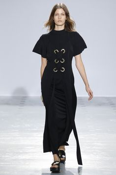 Ellery Spring 2016 Ready-to-Wear Collection Photos - Vogue Grunge, Simple Black Dress, Sophisticated Dress, Fashion Details, Fashion Design, Minimal Fashion, Fashion Show, Fashion Spring, Woman Fashion