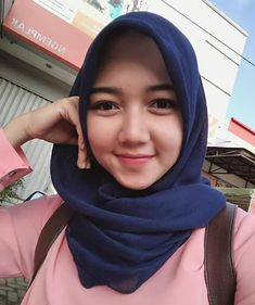 Jilbab Smile: Get Love From Amanda Putri Sweety Hijaber Beautiful Muslim Women, Beautiful Hijab, Hijab Tutorial, Hijab Chic, Indian Girls, Covergirl, Hijab Fashion, Women's Fashion, Beauty Women
