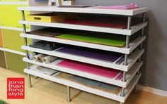 Flat file storage with LINNMON table tops - IKEA hackersAfter teaching Pre-K, I think of a rack for storing art projects in a classroom. IKEA hacker: flat file storage with LINNMON table ideas for Craft Room Storage, Paper Storage, Room Organization, Craft Rooms, Fabric Storage, Ribbon Storage, Ikea Table Tops, Table Ikea, Diy Table