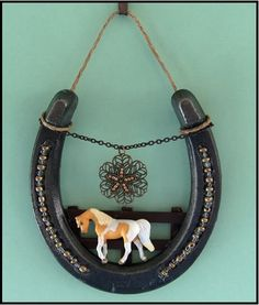 Post Your Arts and Crafts Holiday Items for sale Here - The Back Porch - Lil Beginnings Miniature Horse Talk Forums Horseshoe Projects, Horseshoe Crafts, Horseshoe Art, Horseshoe Decorations, Beaded Horseshoe, Cowboy Crafts, Western Crafts, Crafts To Make, Fun Crafts