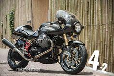 Moto Guzzi V11 Cafe Racer Scura by Ryuichiro Nagai #motorcycles #caferacer #motos | caferacerpasion.com