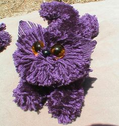 yarn cats - My grandma use to make these and my mother taught us to make them in girls scouts, great project for kids!