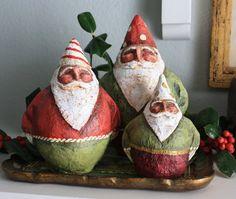 GNOME-comme pères Noël en papier mâché par SantasbyGretchen
