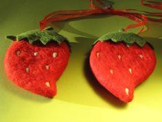 2 XL Erdbeeren 18 cm süß und rot, Filz, Wolle,D... von Sonja Sonnenschein auf DaWanda.com