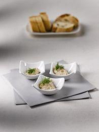 MAKREELMOUSSE    Meng de makreel met de creme fraiche, dille en het citroensap en mix ze fijn met een staafmixer.   Serveer de mousse als een amuse en garneer met een beetje dille. Ook lekker op een crostini!