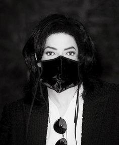 #目の日 #目の愛護デー #黒マスクが宇宙一似合う人 #マイケルジャクソン   一  一  〇  〇