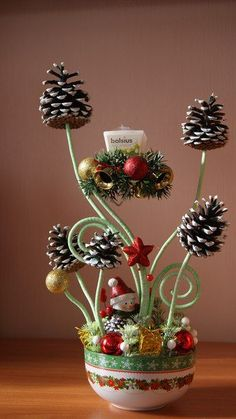 30 funny pine cones DIY to try this Christmas – HomelySmart – Christmas Crafts Homemade Christmas Decorations, Christmas Gift Baskets, Homemade Christmas Gifts, Christmas Flowers, Christmas Art, Simple Christmas, Christmas Ornaments, Christmas Ideas, Christmas Arrangements
