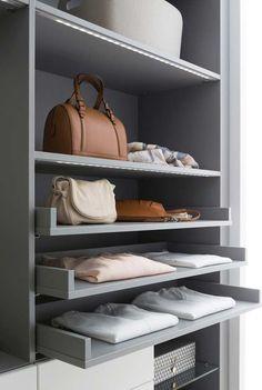 Closet planejado com prateleiras e gavetas abertas Shoe Rack, Sweet Home, Inspiration, Dressings, Nova, Closet Behind Bed, Double Closet, Decor Room, Drawers