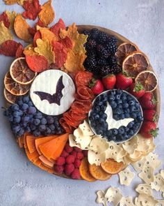 Halloween Desserts, Halloween Food For Party, Halloween Treats, Halloween Week, Charcuterie Recipes, Charcuterie And Cheese Board, Fall Recipes, Holiday Recipes, Food Platters