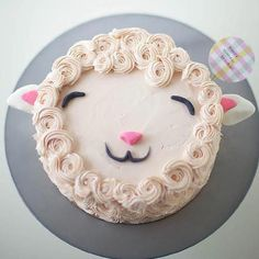 DIY Fluffy Lamb Cake Decorating Tutorial by Coco Cake Land for Handmade Charlotte Pretty Cakes, Cute Cakes, Beautiful Cakes, Amazing Cakes, Easy Cake Decorating, Cake Decorating Tutorials, Decorating Ideas, Bolo Diy, Sheep Cake
