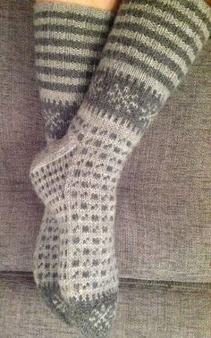 Knitting Socks, Hand Knitting, Knitting Patterns, Crochet Patterns, Knit Socks, Tunisian Crochet, Crochet Yarn, Crochet Socks Pattern, Patterned Socks