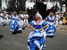 Azul y Blanco son los colores de nuestra bandera. Salvadoreñas bailando Ballet Folklorico Nacional, #ElSalvador.