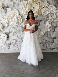 We love these detachable off-the-shoulder sleeves, the option for two looks with one gown! . Gown // Carina by Luica by Allison Webb . #cameoandcufflinks #weddinggown #weddingdress #weddinginspo #weddingideas #weddinginspiration #bridalinspo #bridalinspiration #bridalideas #calgarybridalshop #calgarybridalboutique Wedding Dress Boutiques, Wedding Gowns, Bridal Stores, Gowns Of Elegance, Bridal Boutique, Boutique Dresses, Calgary, Shoulder Sleeve, Weddingideas