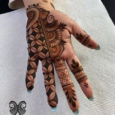 Mehndi Design Girls which is for especially for the younger girls and for this Festive Season and for also the wedding season. These are the best Mehndi Design Girls. Mehndi is an important part of our Culture. Mehndi Designs Front Hand, Palm Mehndi Design, Legs Mehndi Design, Stylish Mehndi Designs, Mehndi Designs 2018, Mehndi Designs For Girls, Mehndi Design Photos, Mehndi Designs For Fingers, Dulhan Mehndi Designs