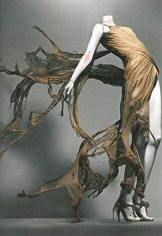 Alexander McQueen, Savage Beauty Exhibition, Costume Institute of the Kunstmuseum 2011 (Döid - A Swi Cl Fashion, Fashion Design, Fashion 2018, Fasion, Beauty Exhibition, Alexander Mcqueen Savage Beauty, Alexander Mcqueen Couture, Costume Institute, Mode Inspiration