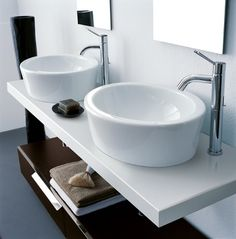 Agape double basins 600 in white ceramic. Use with wall mounted chrome tap with single handle