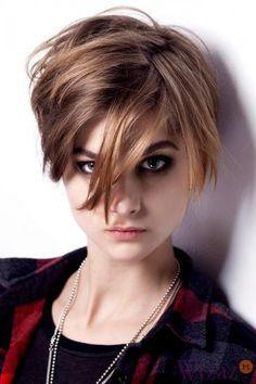 Krótkie fryzury na jesień-zimę 2013/14 - lekko wystrzępione włosy zaczesane na bok