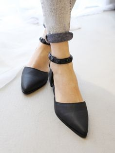 Black Point Flat Shoes