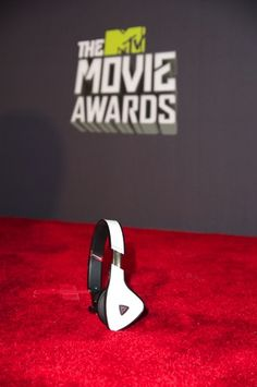 One more day!! YOU could be the winner! =D -- Win a Pair of White Tuxedo Monster DNA Headphones