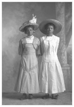 Exoduster Children, Elsie and Lela Scott. Between 1878 and about African-Americans migrated to Kansas. John Brown and his fiery abolitionist friends made Kansas seem like a fair place where they would be welcomed. African American Fashion, African American History, Native American, Kings & Queens, Vintage Black Glamour, Vintage Glam, American Photo, Young Black, African Diaspora