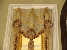 Love the large tassels inside the valance. Luxury Curtains, Home Curtains, Arched Window Treatments, Window Coverings, Drapes And Blinds, Window Drapes, Drapery Designs, Pelmets, Beautiful Curtains