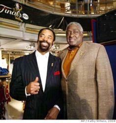 Walt Frazier Wife | Former New York Knicks NBA greats Walt Frazier and Willis Reed chat ...