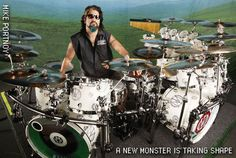 This is the last photo Mike Portnoy with dream theater.I hate mangini.Only one Mike in this world.This is the Mike Portnoy. Dream Theater, Mike Mangini, The Mike, Drummer Boy, How To Play Drums, Double Bass, Gothic Rock, Snare Drum, Progressive Rock