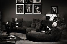 Сегодня в нашем салоне состоялась интереснейшая лекция про мебель фабрики Edra. Самые продаваемые и востребованные модели этого итальянского производителя это Standart и Absolu. Это универсальные, многофункциональные, необыкновенно удобные, красивые и одновременно практичные диваны на каждый день.Всех женщин, конечно же, с первого взгляда поражает своей нежностью несомненно пушистый диван Cipria.