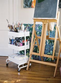 Peek Inside an Artist's 800 Sq. Bungalow in Raleigh Peek Inside an Artist's 800 Sq. Bungalow in Raleigh<br> a small space with big design Art Studio Room, Art Studio Design, Art Studio At Home, Deco Design, Home Art, Big Design, Studio 42, Studio Spaces, Studio Setup