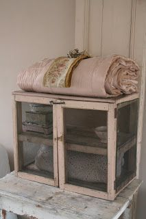1000+ images about little cabinets on Pinterest  Brocante, Pie safe ...