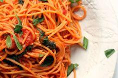 Espaguetis con salsa de tomates cherry y albahaca - Cocina y Vino https://link.crwd.fr/3fDo