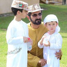 Mohammed bin Rashid bin Saeed Al Maktoum con su hijo, Zayed bin Mohammed bin Rashid Al Maktoum, 01/12/2015. Foto: khalidaldarae