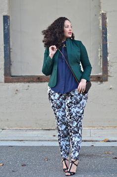 Last updated on September 2016 at amFloral pants is one of the most girly and fun garments for all women. Don't just wear your plus size floral pants during summer. It can be a beautiful part of a spring outfit and… Continue Reading → Curvy Girl Fashion, Womens Fashion For Work, Cute Fashion, Plus Size Fashion, Fashion Outfits, Fashion 2017, Look Plus Size, Plus Size Girls, Plus Size Women