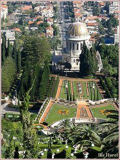 Haifa, Golden Baha'i shrine dome