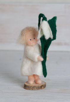 "Little felt figure "" Snow Drop"" for the winter/spring nature tabel >waldorf inspired< von lepetitagneau auf Etsy"