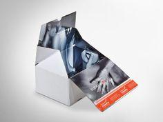 Es muss ja nicht gleich jede/r wissen, was bestellt wurde. Deshalb ist diese ColomPac®-Versandverpackung außen komplett weiß, dafür innen mit offsetkaschiertem Design. Mit Selbstklebeverschluss und Aufreißfaden und Z-Faltung an den Seiten für Eingriffschutz. Klimaneutral produziert und FSC® - zertifiziert. • #packit #colompac #offset #packaging #wellpappe #nachhaltig #plasticfree #keinplastik #klimaneutral #recycling #verkaufsverpackung #ecommerce #onlineshops Ecommerce, Neutral, Online Shops, Packaging Design, Recycling, Personal Care, Cardboard Packaging, Products, Self Care