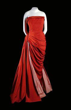 Vestido de seda de Elsa Schiaparelli -Puntadas de museo   Fotogalería   Actualidad   EL PAÍS