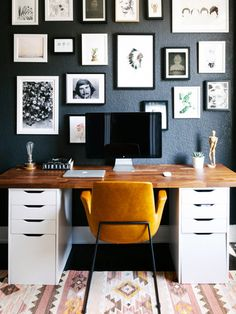 small space design home office with black walls ideas grey Tricks For. small space design home office with black walls ideas grey Tricks For Stylish Small Spac Home Office Space, Home Office Design, Home Office Decor, Office Designs, Office Spaces, Work Spaces, Desk Space, Office Decorations, Workspace Design