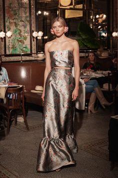 The complete Johanna Ortiz Resort 2019 fashion show now on Vogue Runway. Women's Runway Fashion, Fashion Line, Couture Fashion, Fashion News, High Fashion, Fashion Looks, Fashion Bloggers, Fashion Brands, Women's Fashion